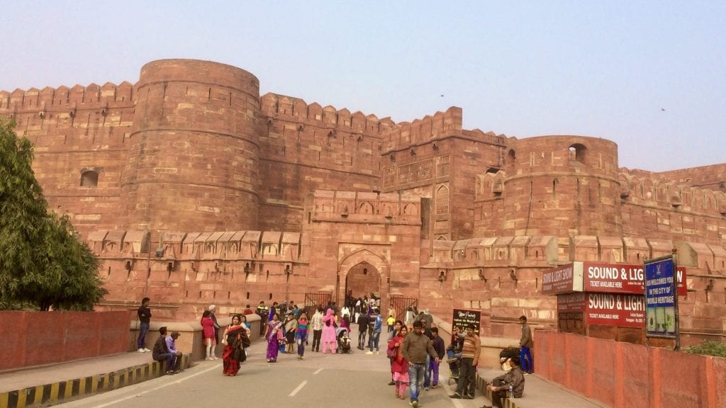 Agra fort should be in your list of places to visit in Agra in one day.