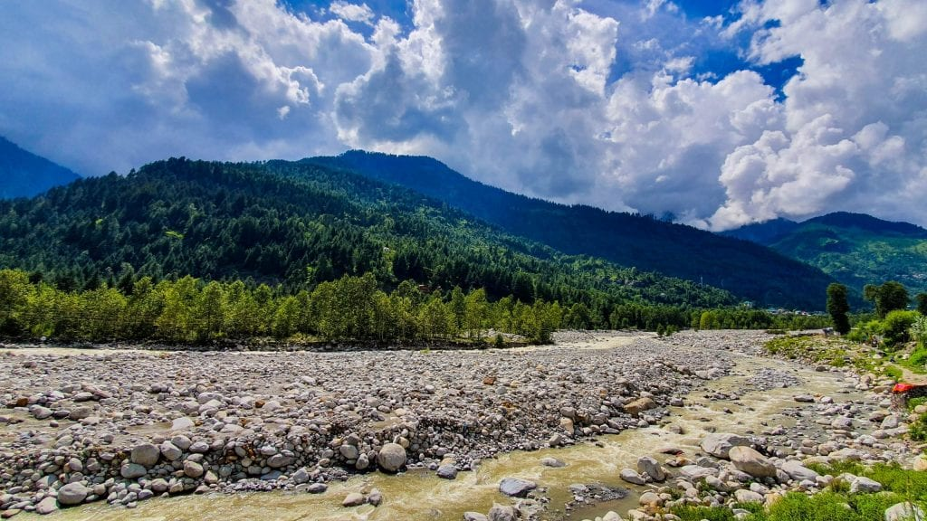 If you have one day in Manali, you can spend some time beside the Beas River in Manali.