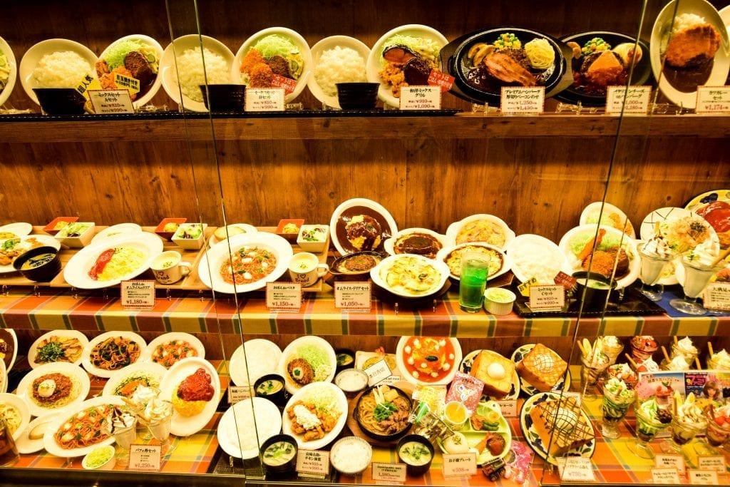 Japanese food on display, they are not real - know tips for traveling to Japan for the first time