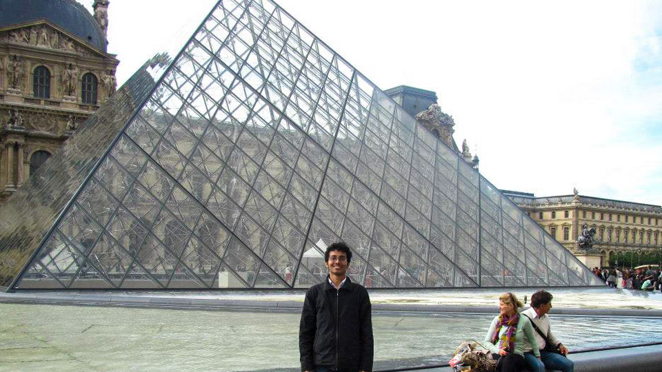 Fuad in Louvre