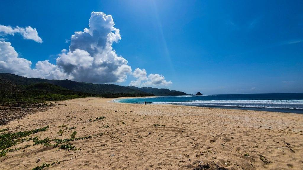 Mekaki Beach Left View