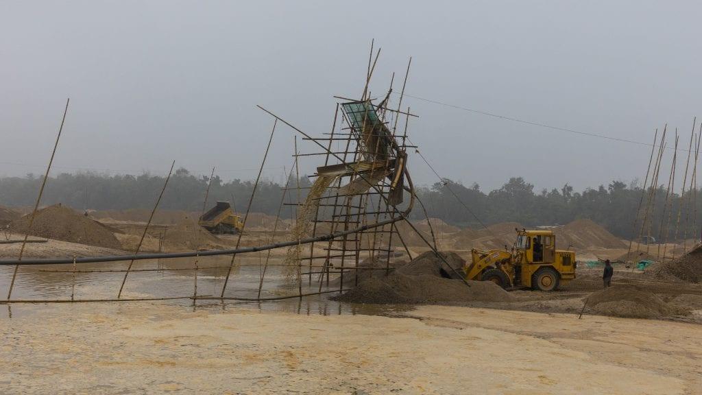 Machine Extracting Sands and Stones in Birishiri