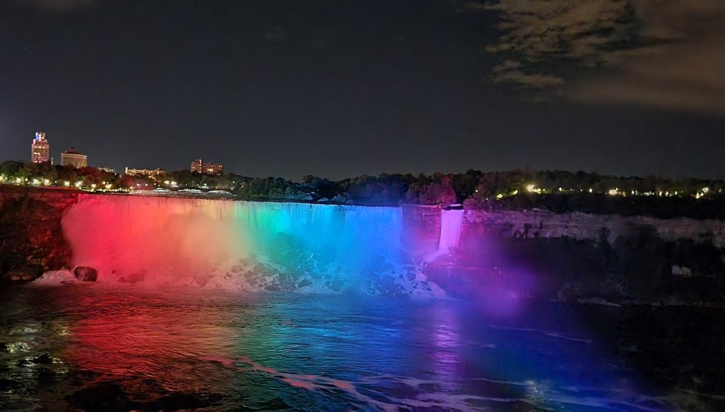 Different colors at night in Niagara falls