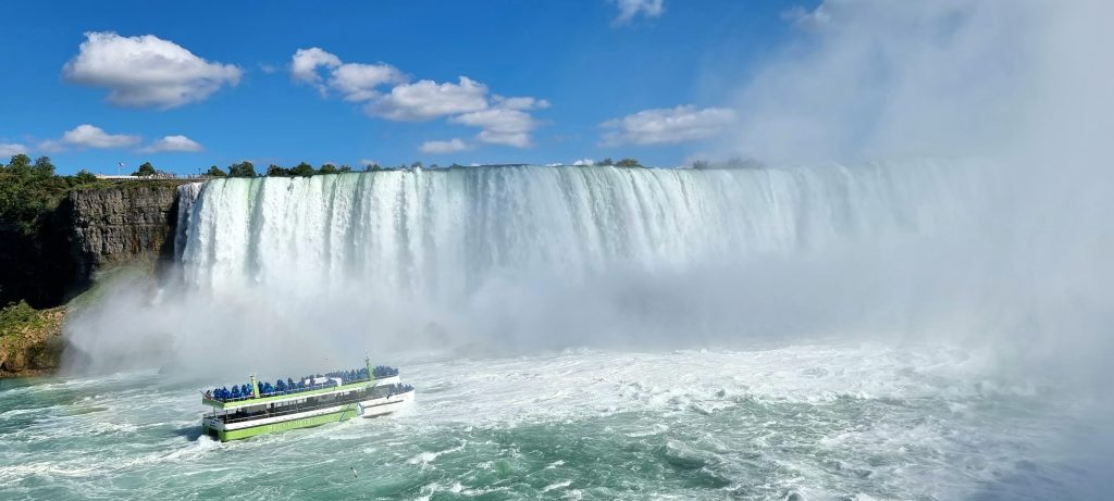 Maid of the mist - Top things to do in Niagara